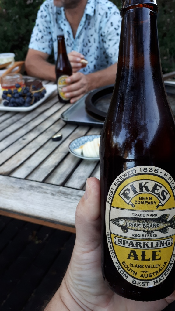 Pikes Sparkling Ale 02